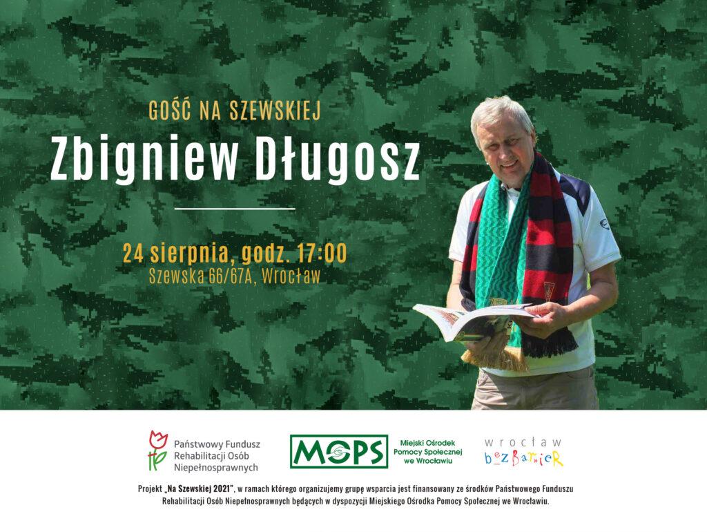 Na zdjęciu Zbigniew Długosz z książką w rękach